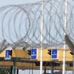 Röszke, Vasfüggönnyel a bevándorlók ellen. Képen: Szögesdrót a röszkei határátkelőnél. fotó: Segesvári Csaba